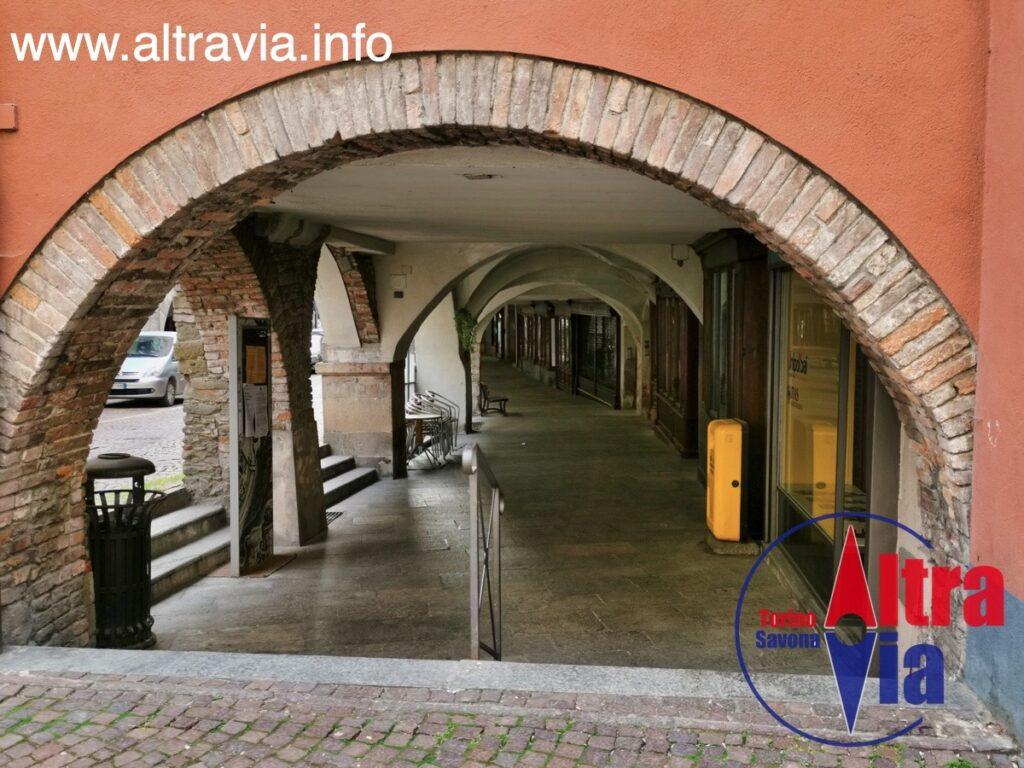 6082 Ceva portico